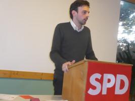 Christoph Rösch, stellvertretender Kreisvorsitzender, stellt das kommunale Programm zur Bundestagswahl vor.
