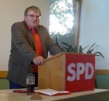 Bundestagskandidat Harry Scheuenstuhl bei seinem Grußwort